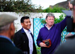 Gurkha Hari Budha Magar with Alan Titchmarsh in the garden