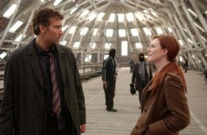 Clive Owen and Julianne Moore in the Slip roof at Chatham Dockyards