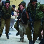 Gerry Lane (Brad Pitt) running with soldiers down a street