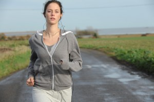 Anna (Kaya Scodelario) running down a country road