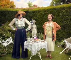 Elizabeth Mapp (MIRANDA RICHARDSON), Emmeline 'Lucia' Lucas (ANNA CHANCELLOR) standing in a garden behind a table and chairs with food on