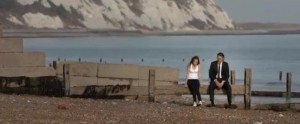 Everyone's Going to Die Screenshot - Melanie (Nora Tschirner) and Ray (Rob Knighton) at the beach