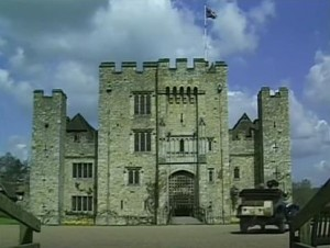 Mapp and Lucia screenshot at Hever Castle - a car outside the castle