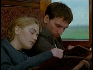 Jude (Christopher Eccleston) and Sue (Kate Winslet) on the train