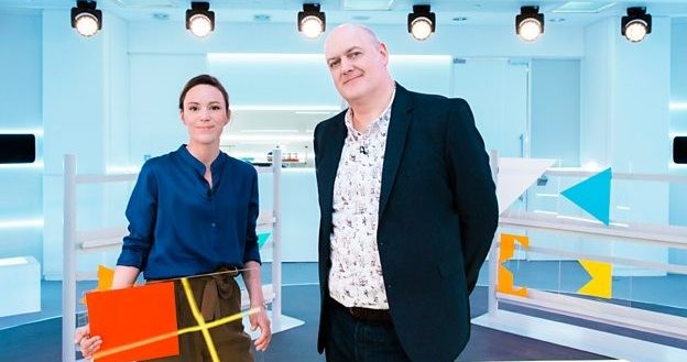 Presenter Dara Ó Briain pictured standing in a lab with a scientist standing next to him.