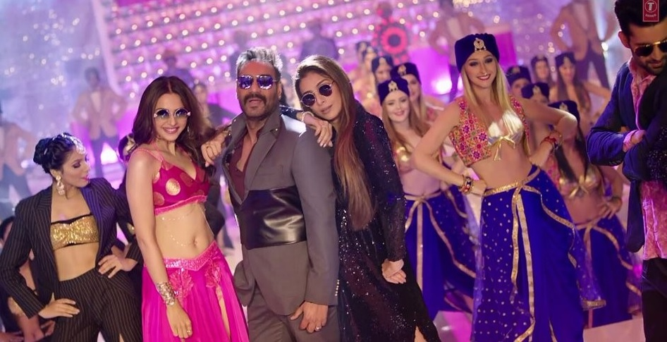 Ashish Mehra (Ajay Deygn) seen standing in a club with some girls standing at either side of him.